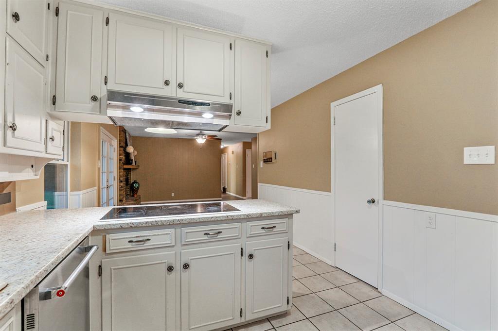 800 Prestwick  Street, Bedford, Texas 76022 - acquisto real estate best realtor foreclosure real estate mike shepeherd walnut grove realtor