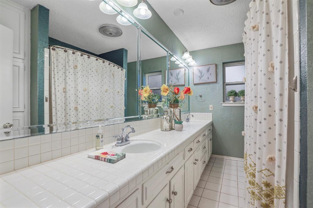 800 Prestwick  Street, Bedford, Texas 76022 - acquisto real estate best realtor dfw jody daley liberty high school realtor