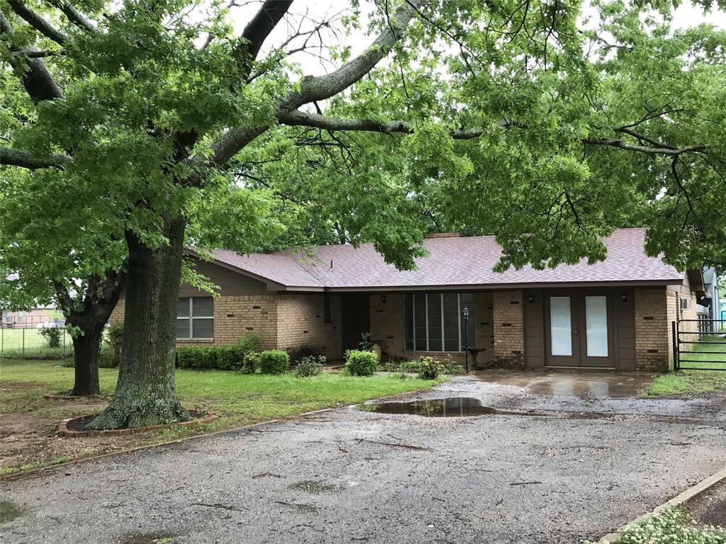 315 Hickory  Street, Lindsay, Texas 76250 - Acquisto Real Estate best frisco realtor Amy Gasperini 1031 exchange expert