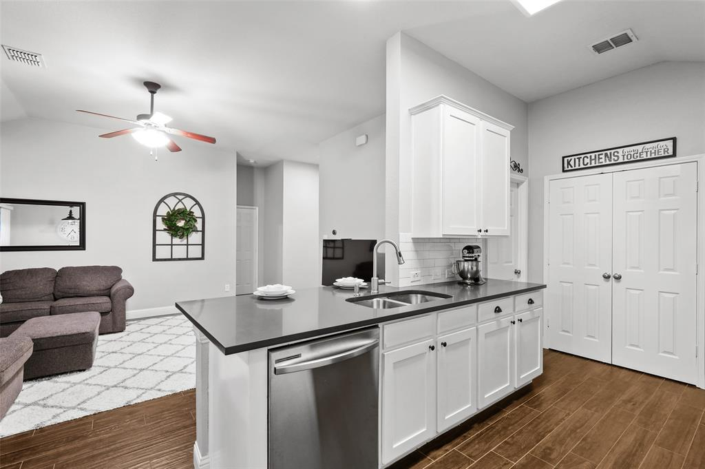 1432 Castlegar  Lane, Fort Worth, Texas 76247 - acquisto real estate best luxury buyers agent in texas shana acquisto inheritance realtor
