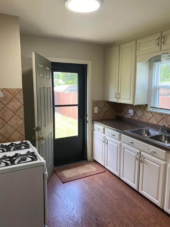 820 Lilac  Drive, Garland, Texas 75040 - acquisto real estate best new home sales realtor linda miller executor real estate