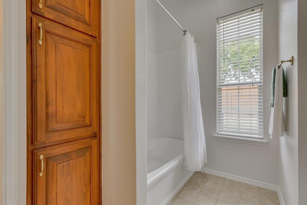 100 Maple Leaf  Double Oak, Texas 75077 - acquisto real estate best negotiating realtor linda miller declutter realtor