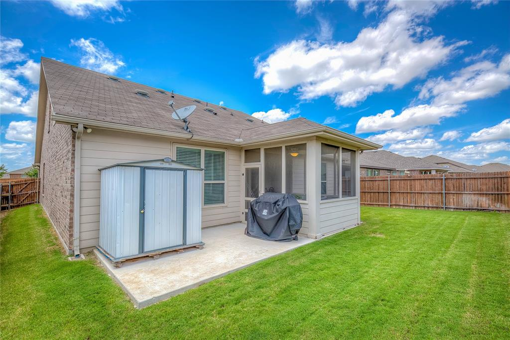 2116 Long Forest  Road, Heartland, Texas 75126 - acquisto real estate best real estate follow up system katy mcgillen