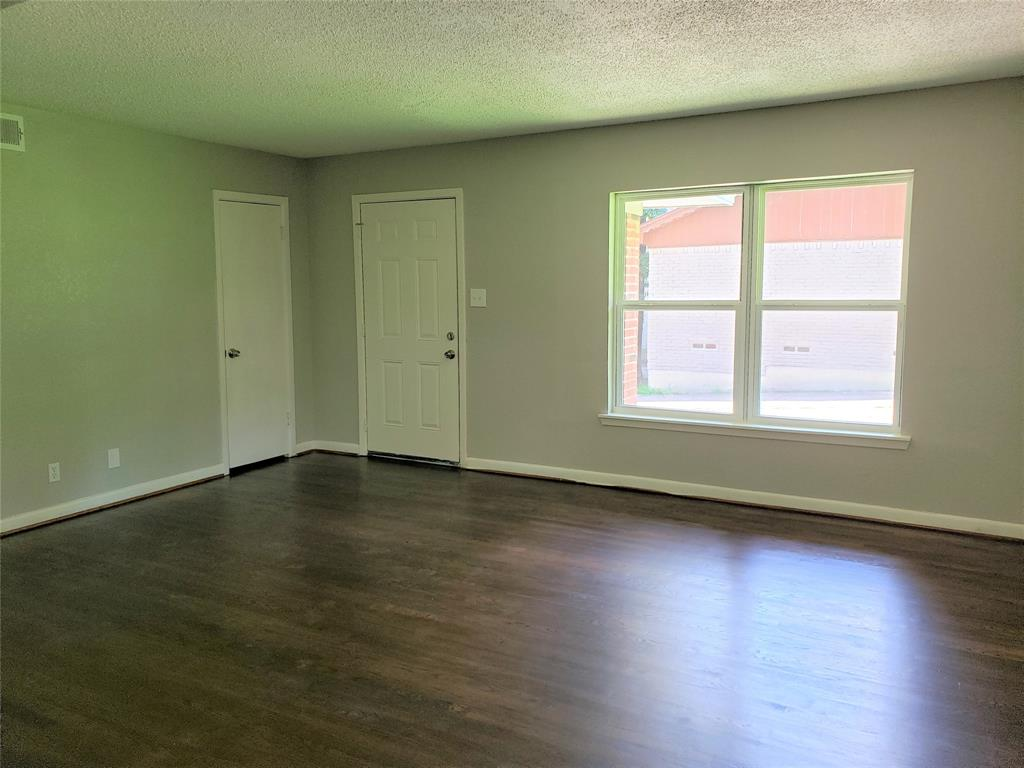 3216 Loganwood  Drive, Dallas, Texas 75227 - acquisto real estate best celina realtor logan lawrence best dressed realtor