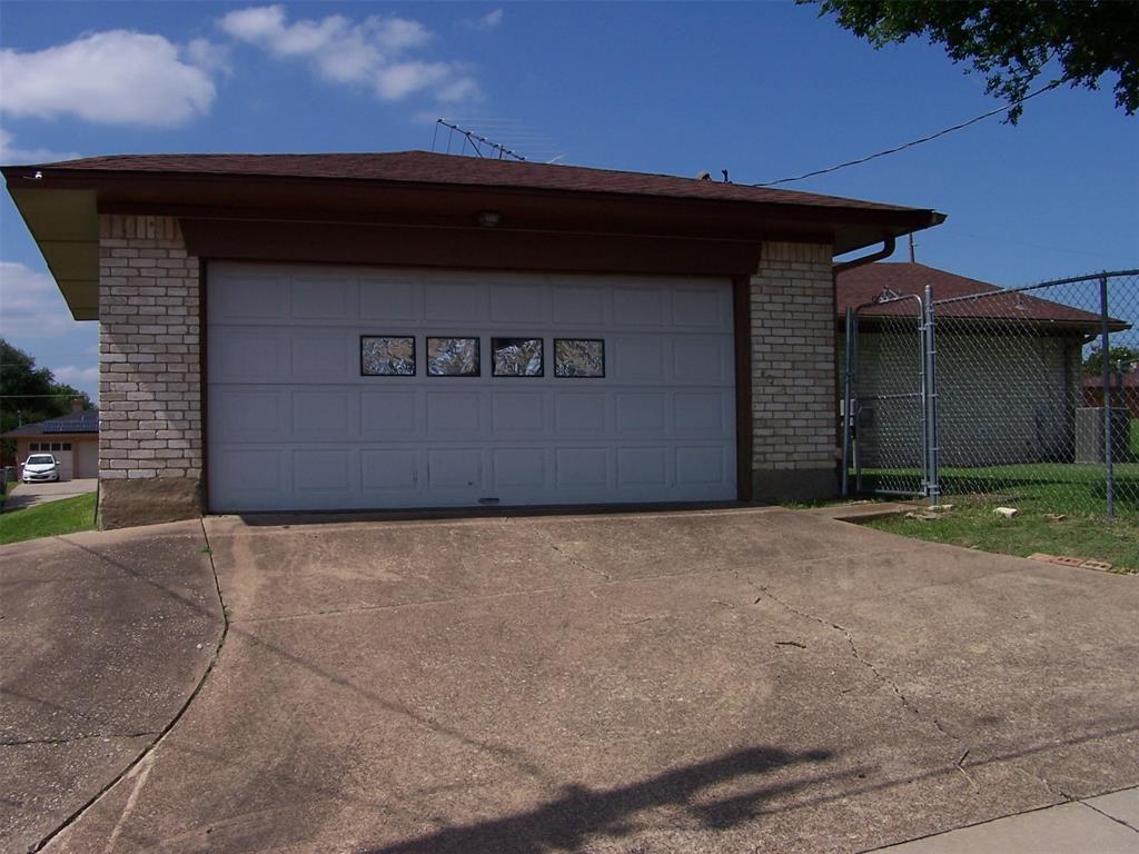 8258 Westrock  Drive, Dallas, Texas 75243 - acquisto real estate best celina realtor logan lawrence best dressed realtor