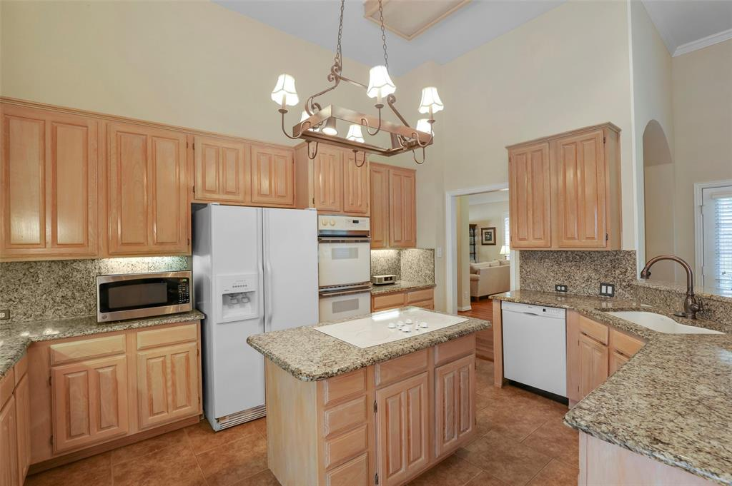 3825 Waterford  Drive, Addison, Texas 75001 - acquisto real estate best real estate company in frisco texas real estate showings