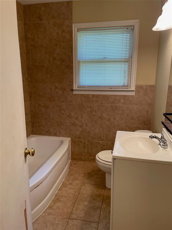 1028 Tyler  Street, Gainesville, Texas 76240 - acquisto real estate best real estate company to work for