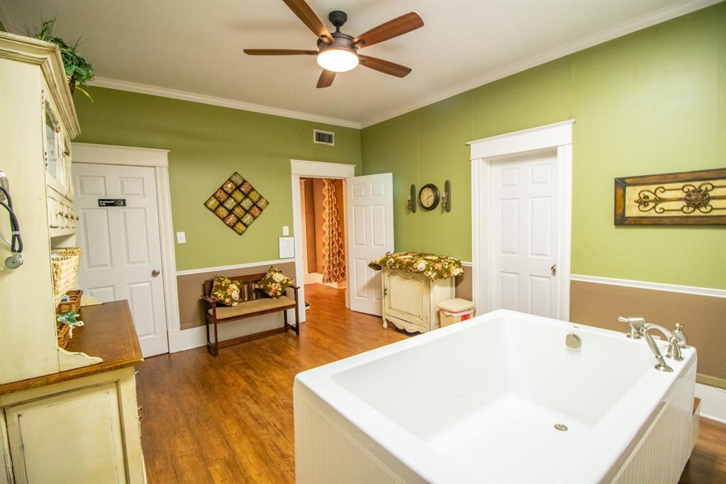 421 Bonner  Avenue, Tyler, Texas 75702 - acquisto real estate best photo company frisco 3d listings