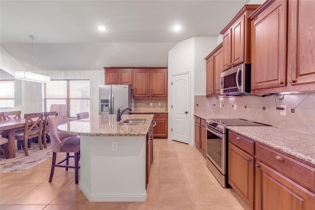 729 Sendero  Drive, Arlington, Texas 76002 - acquisto real estate best celina realtor logan lawrence best dressed realtor