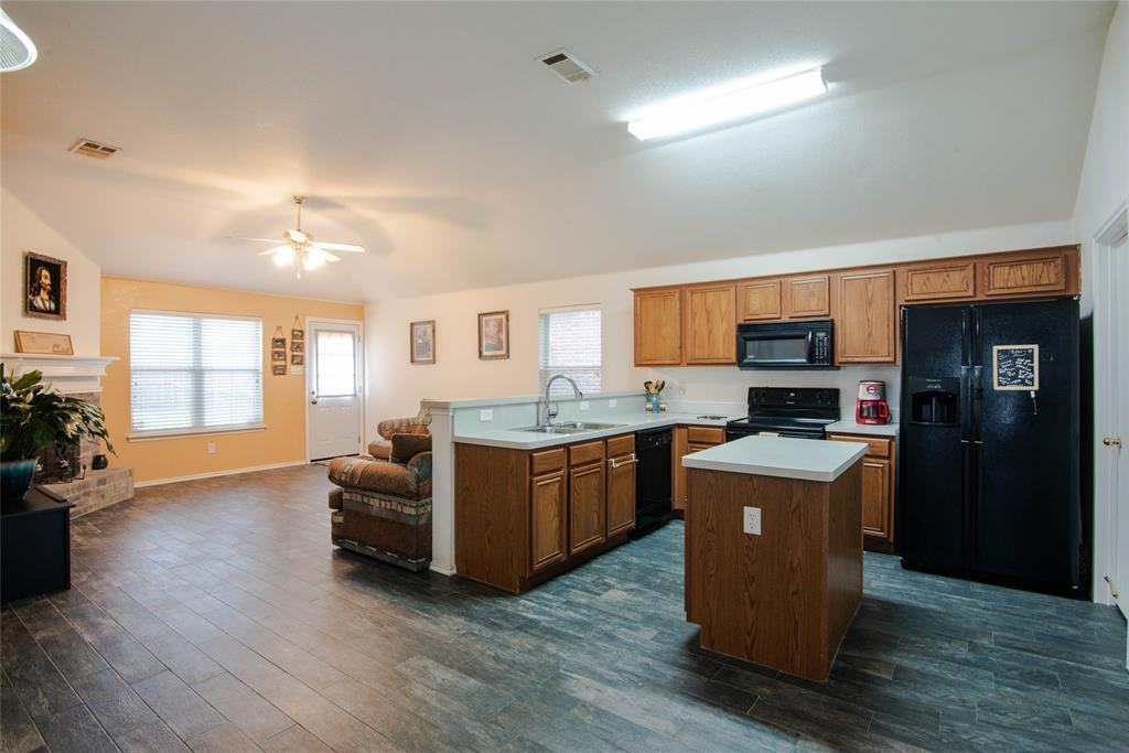 1019 Maria  Drive, Grand Prairie, Texas 75052 - acquisto real estate best new home sales realtor linda miller executor real estate