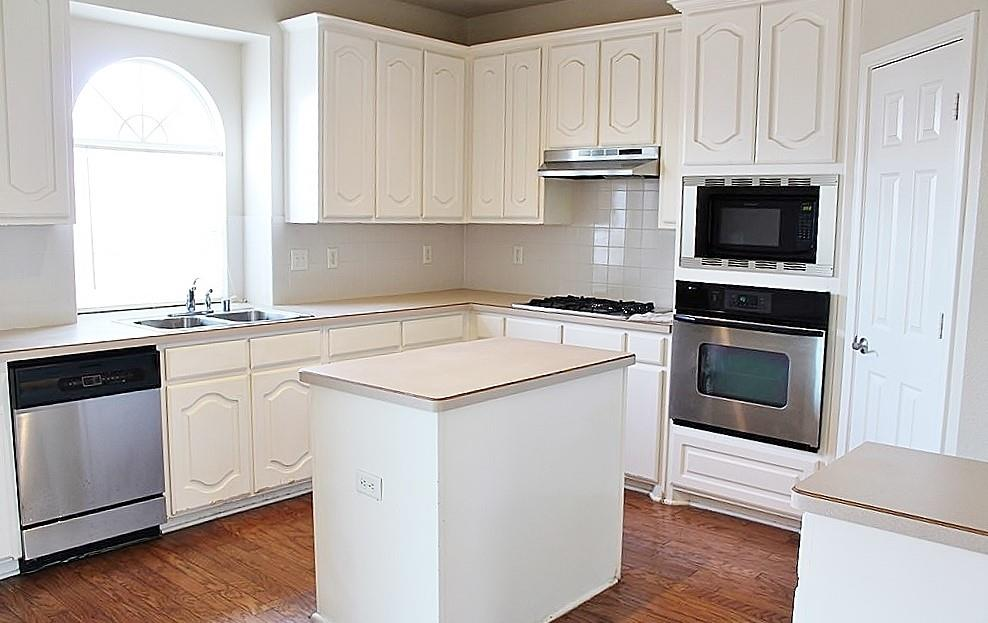 308 Larkspur  Court, Grand Prairie, Texas 75052 - acquisto real estate best celina realtor logan lawrence best dressed realtor