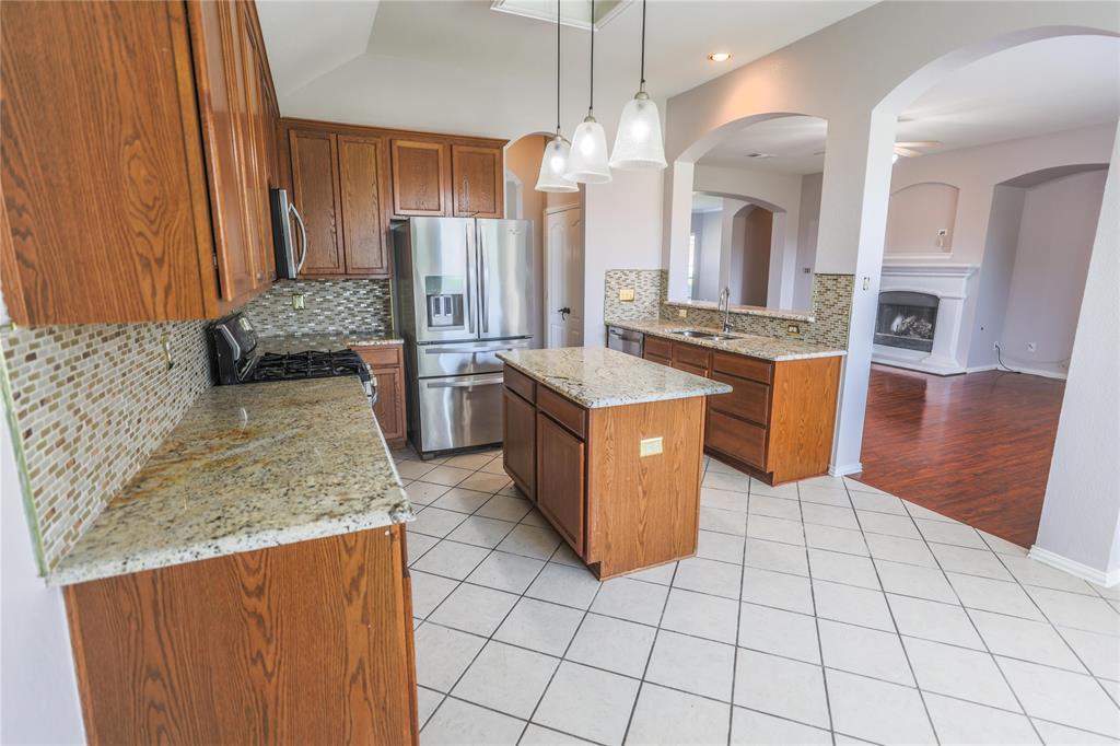 8104 Toltec  Court, Arlington, Texas 76002 - acquisto real estate best new home sales realtor linda miller executor real estate