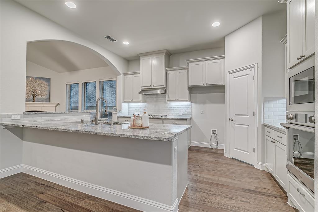 721 Wilmington  Lane, Savannah, Texas 76227 - acquisto real estate best new home sales realtor linda miller executor real estate