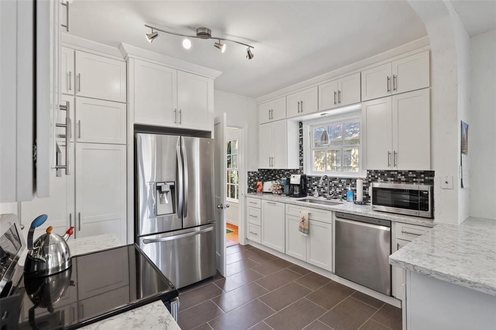 5935 Vanderbilt  Avenue, Dallas, Texas 75206 - acquisto real estate best listing agent in the nation shana acquisto estate realtor