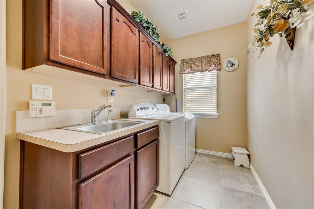 8917 Crestview  Drive, Denton, Texas 76207 - acquisto real estate best realtor foreclosure real estate mike shepeherd walnut grove realtor