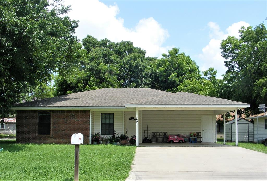 1401 CHERRY  Gainesville, Texas 76240 - Acquisto Real Estate best frisco realtor Amy Gasperini 1031 exchange expert