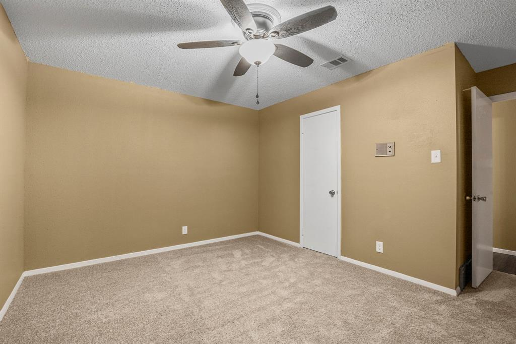 800 Prestwick  Street, Bedford, Texas 76022 - acquisto real estate best park cities realtor kim miller best staging agent
