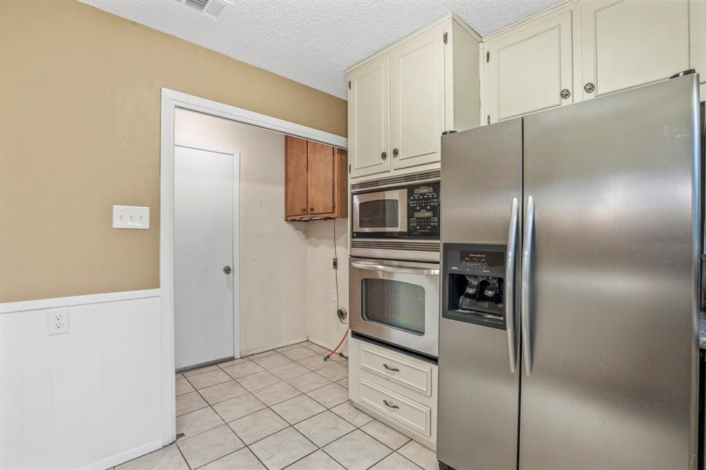 800 Prestwick  Street, Bedford, Texas 76022 - acquisto real estate best frisco real estate agent amy gasperini panther creek realtor