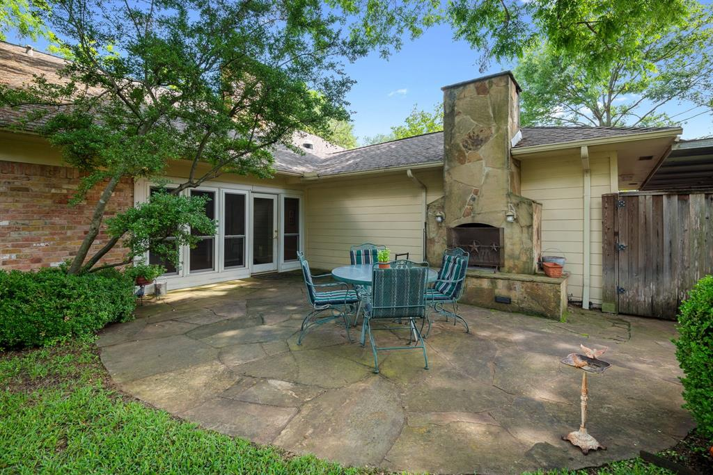 9525 Spring Branch  Drive, Dallas, Texas 75238 - acquisto real estate best realtor foreclosure real estate mike shepeherd walnut grove realtor