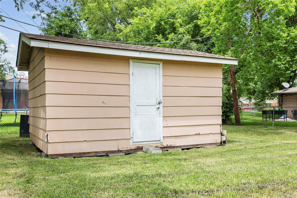 1703 College  Street, Sherman, Texas 75092 - acquisto real estate best realtor foreclosure real estate mike shepeherd walnut grove realtor