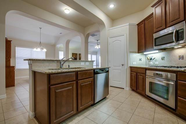 1826 Long Bow  Trail, Euless, Texas 76040 - acquisto real estate best celina realtor logan lawrence best dressed realtor