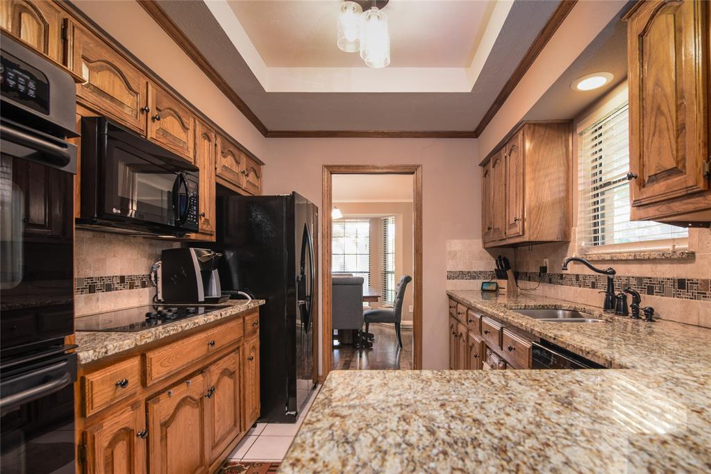 4002 Thornhill  Way, Rowlett, Texas 75088 - acquisto real estate best photos for luxury listings amy gasperini quick sale real estate