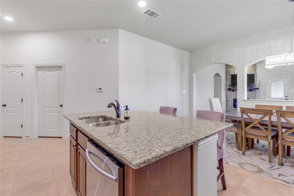 729 Sendero  Drive, Arlington, Texas 76002 - acquisto real estate best highland park realtor amy gasperini fast real estate service