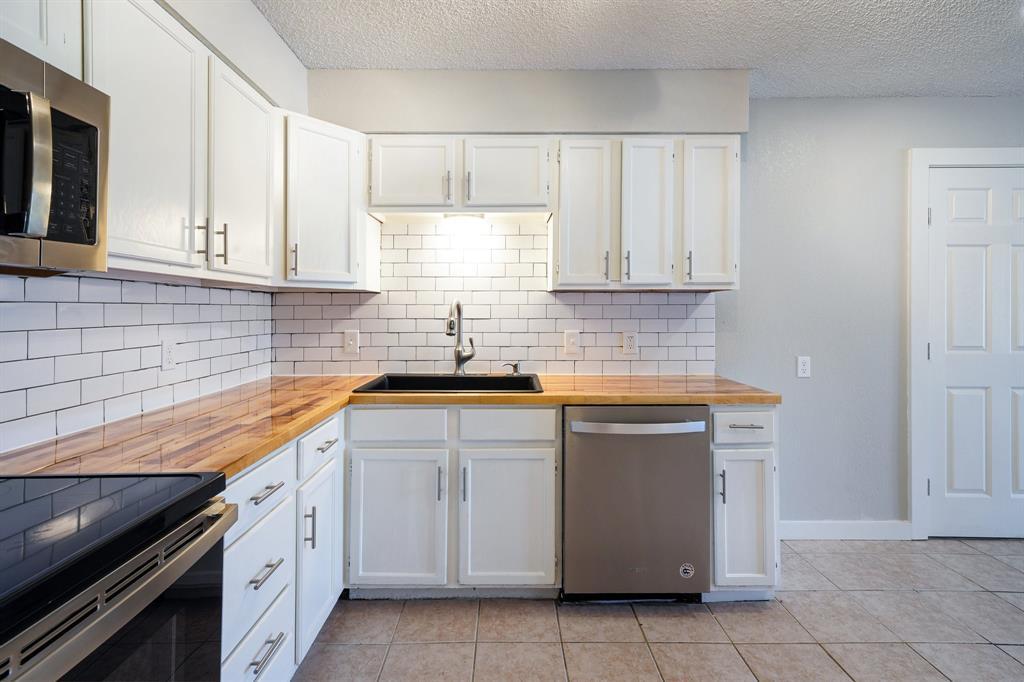1512 Thomas  Lane, Graham, Texas 76450 - acquisto real estate best prosper realtor susan cancemi windfarms realtor