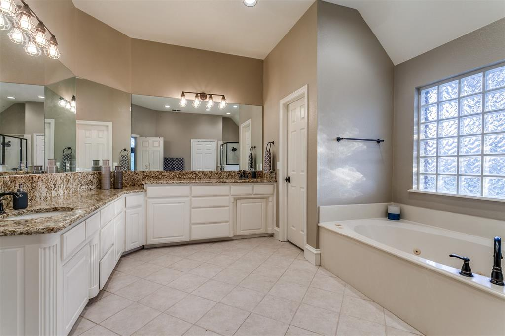 114 Club House  Drive, Weatherford, Texas 76087 - acquisto real estate best realtor foreclosure real estate mike shepeherd walnut grove realtor