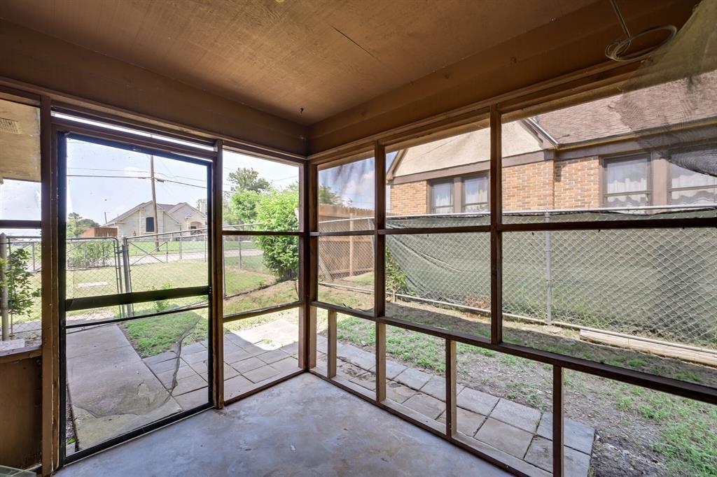 2401 Ben  Avenue, Fort Worth, Texas 76103 - acquisto real estate best relocation company in america katy mcgillen