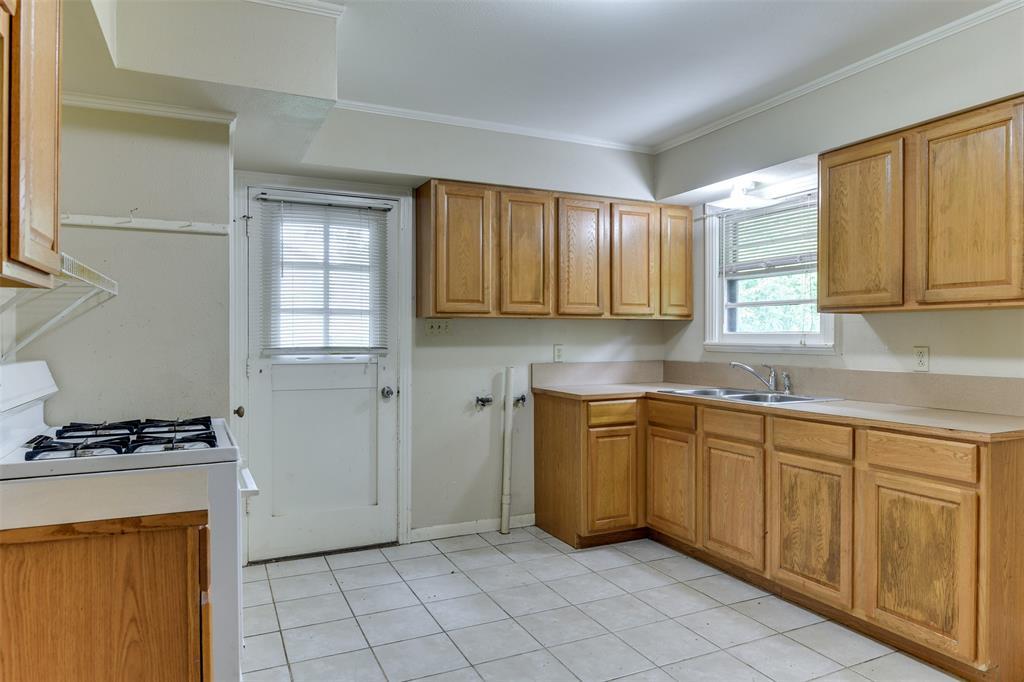 102 Pensacola  Avenue, Waxahachie, Texas 75165 - acquisto real estate best highland park realtor amy gasperini fast real estate service