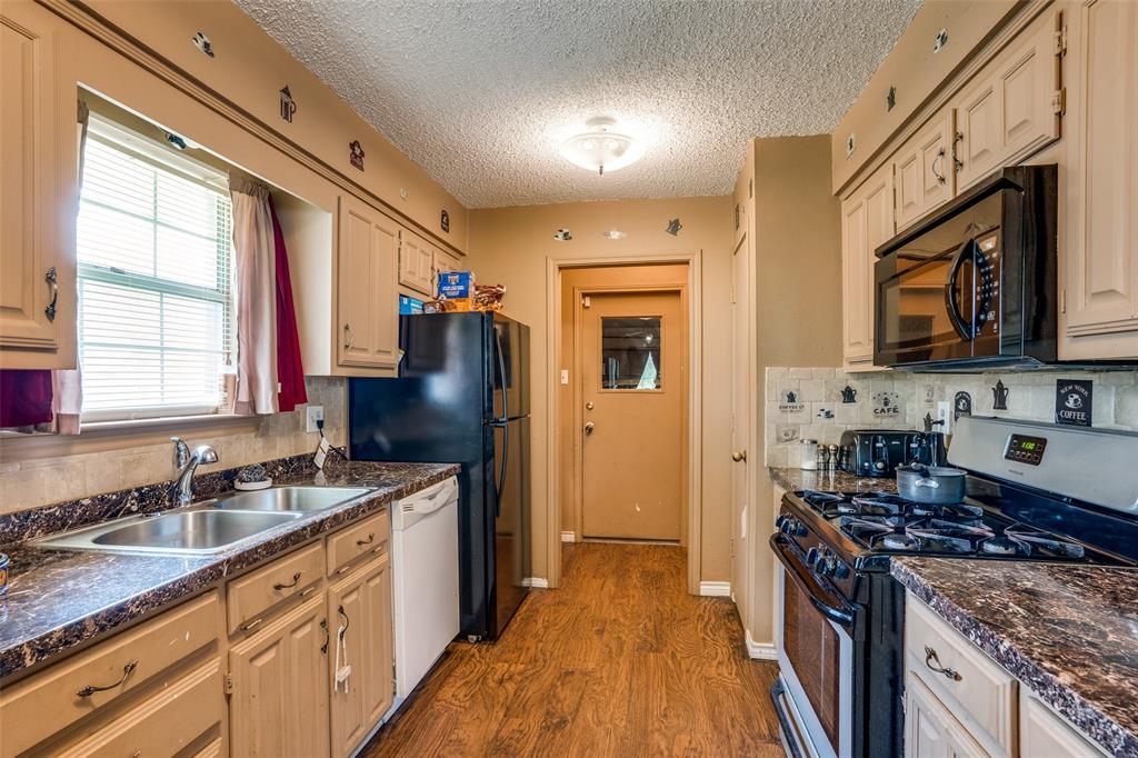 3016 Eastland  Avenue, Greenville, Texas 75402 - acquisto real estate best highland park realtor amy gasperini fast real estate service