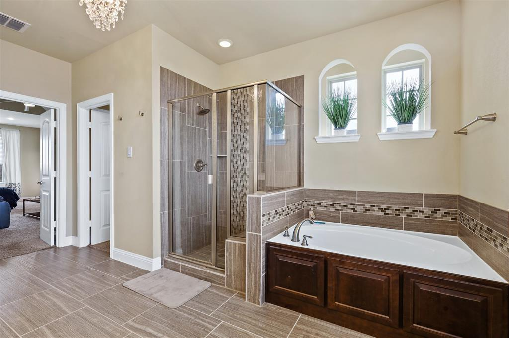 2670 Venice  Drive, Grand Prairie, Texas 75054 - acquisto real estaet best boutique real estate firm in texas for high net worth sellers