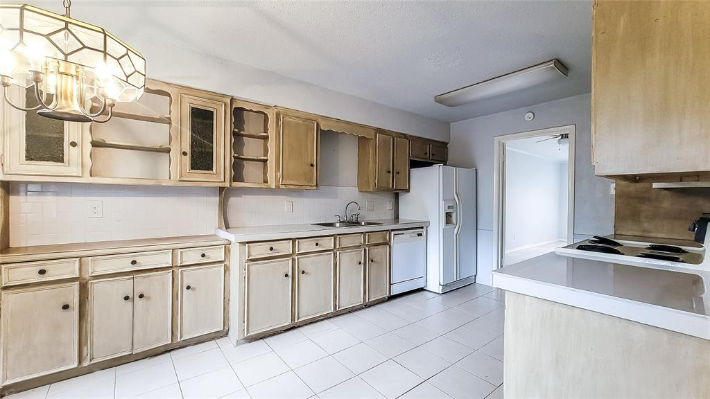 7724 Village Trail  Drive, Dallas, Texas 75254 - acquisto real estate best real estate company to work for