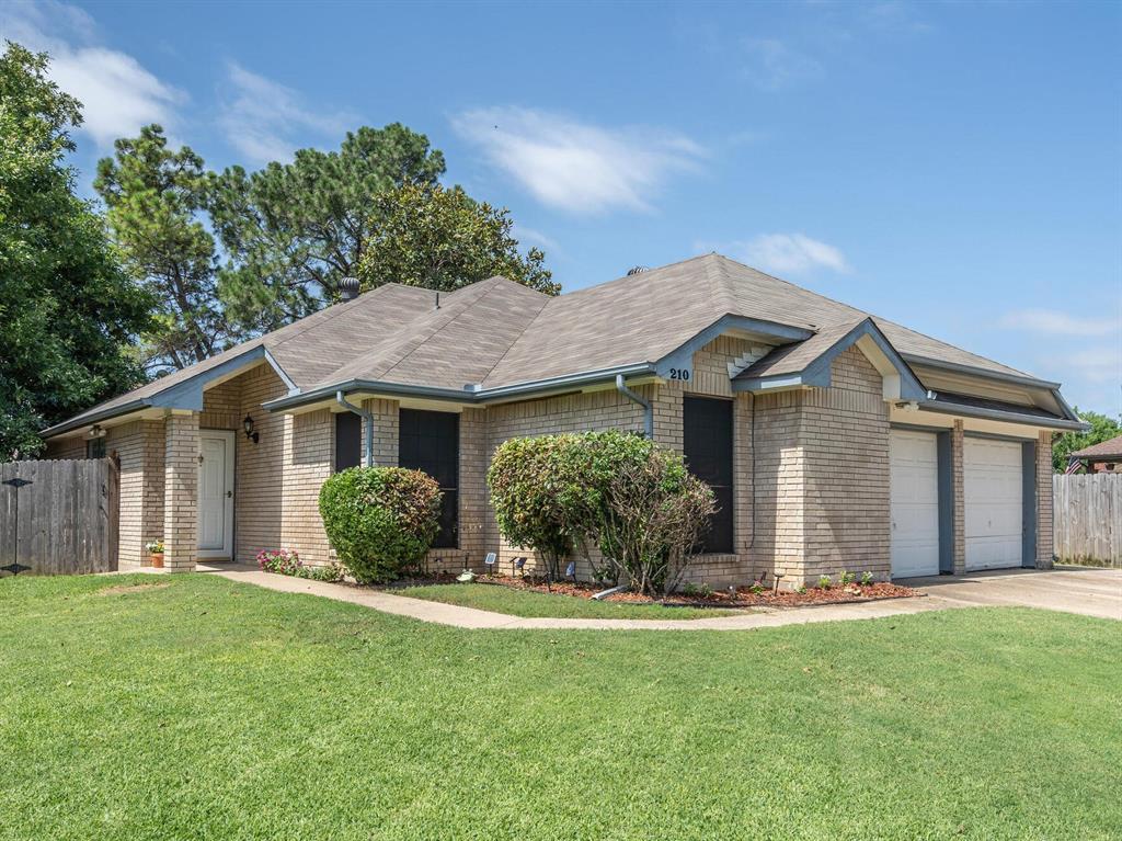 210 Mahogany  Drive, Arlington, Texas 76018 - acquisto real estate best luxury home specialist shana acquisto