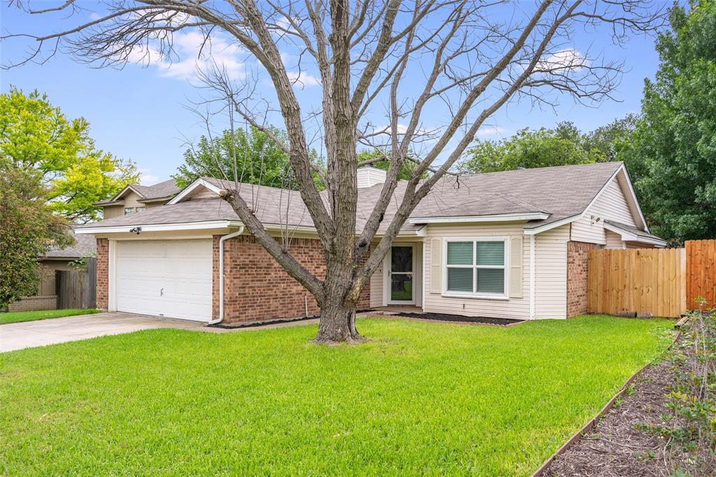 1025 Hills  Terrace, Saginaw, Texas 76179 - Acquisto Real Estate best plano realtor mike Shepherd home owners association expert