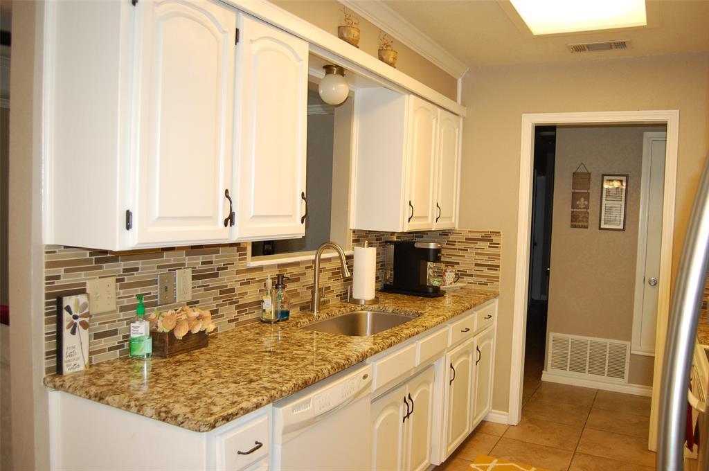 1402 Los Colinos  Court, Graham, Texas 76450 - acquisto real estate best celina realtor logan lawrence best dressed realtor
