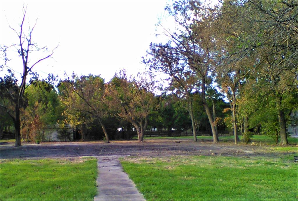 205 Main  Street, Windom, Texas 75492 - Acquisto Real Estate best frisco realtor Amy Gasperini 1031 exchange expert