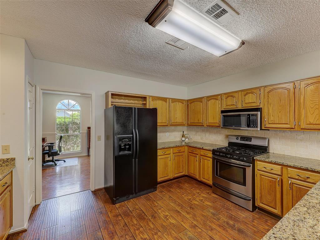 2121 Lansdown  Drive, Carrollton, Texas 75010 - acquisto real estate best style realtor kim miller best real estate reviews dfw