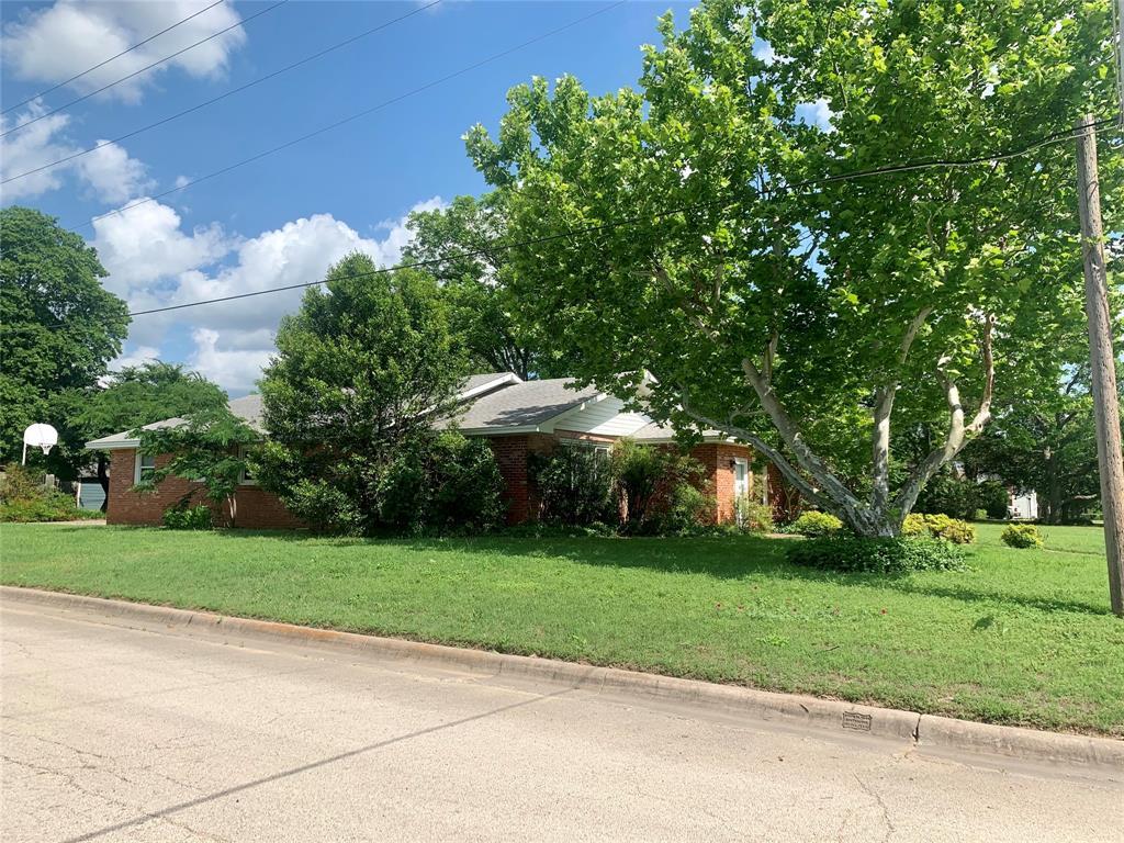 401 Denison  Street, Nocona, Texas 76255 - Acquisto Real Estate best frisco realtor Amy Gasperini 1031 exchange expert