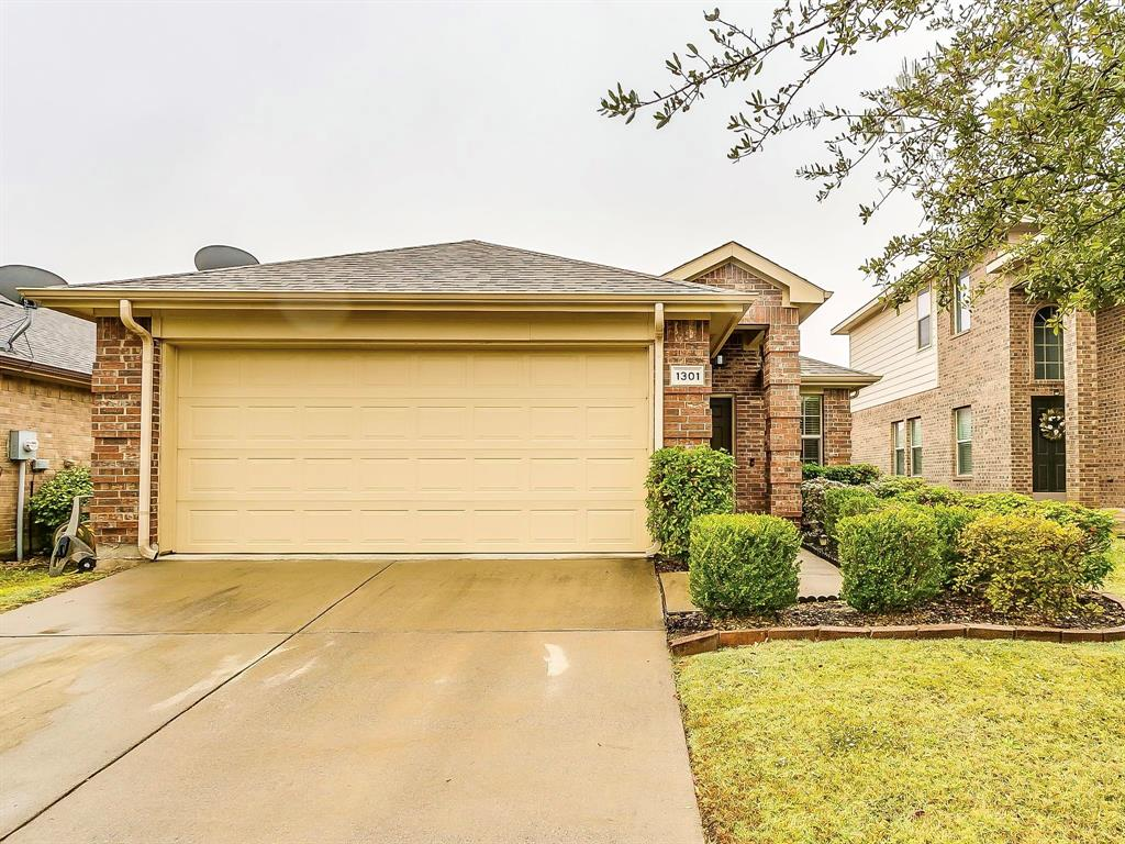 1301 Silver Maple  Lane, Royse City, Texas 75189 - Acquisto Real Estate best plano realtor mike Shepherd home owners association expert