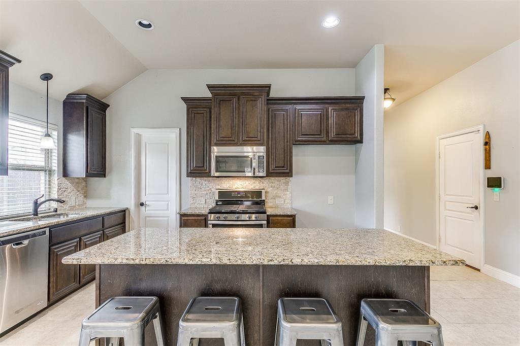 1000 Tarragon  Drive, Burleson, Texas 76028 - acquisto real estate best new home sales realtor linda miller executor real estate