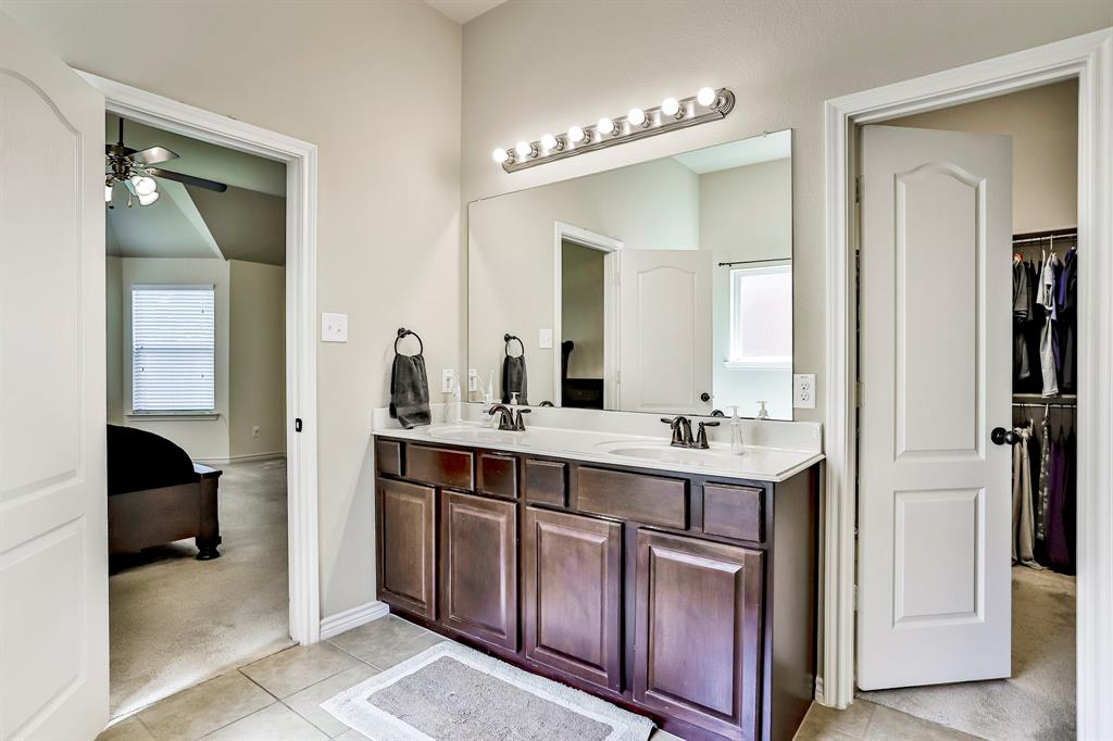 1412 Mesa Flats  Drive, Fort Worth, Texas 76052 - acquisto real estate best frisco real estate broker in texas for high net worth buyers