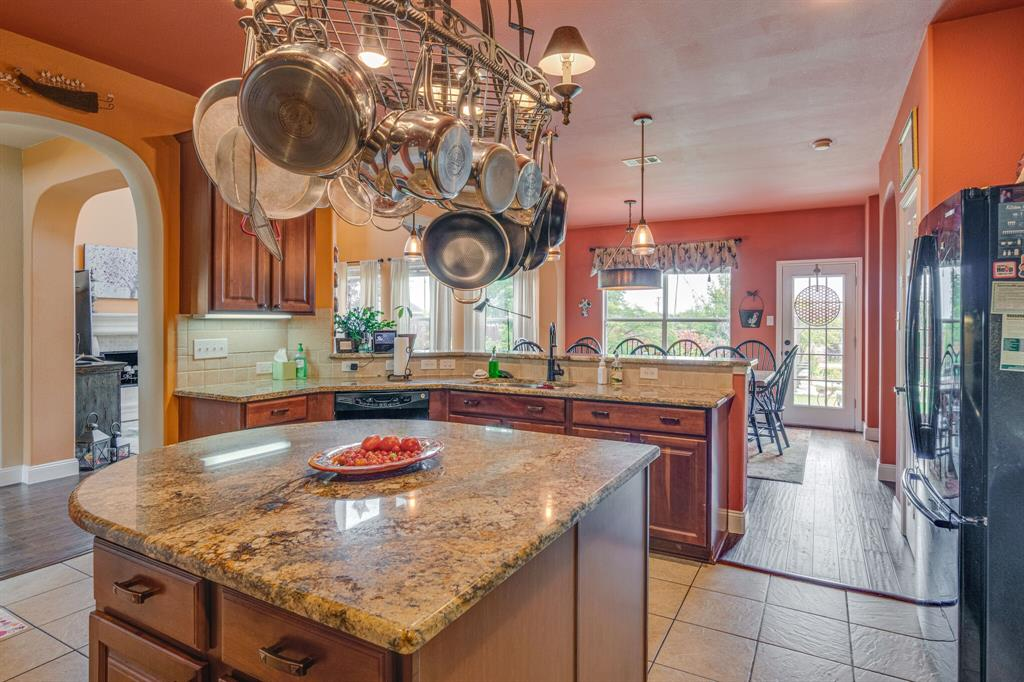 947 Yucca  Court, Burleson, Texas 76028 - acquisto real estate best designer and realtor hannah ewing kind realtor