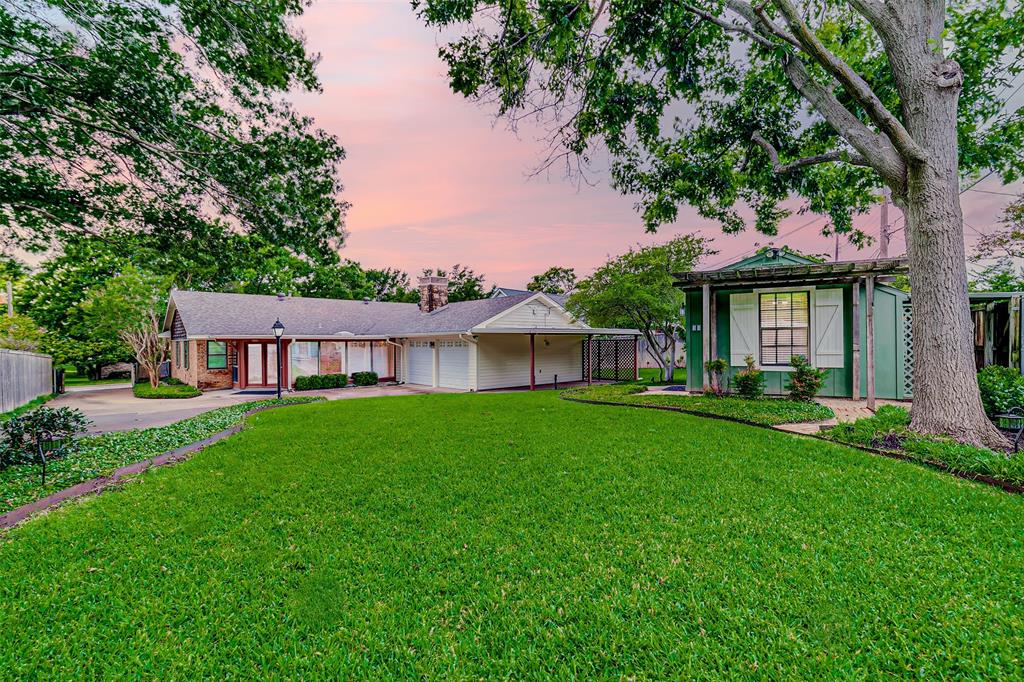 9018 Flicker  Lane, Dallas, Texas 75238 - acquisto real estate best frisco real estate broker in texas for high net worth buyers