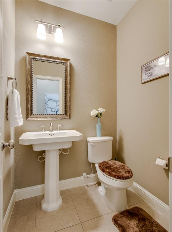 385 Busher  Drive, Lewisville, Texas 75067 - acquisto real estate best designer and realtor hannah ewing kind realtor