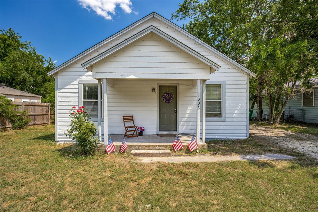 1306 Marvin  Avenue, Waxahachie, Texas 75165 - Acquisto Real Estate best frisco realtor Amy Gasperini 1031 exchange expert