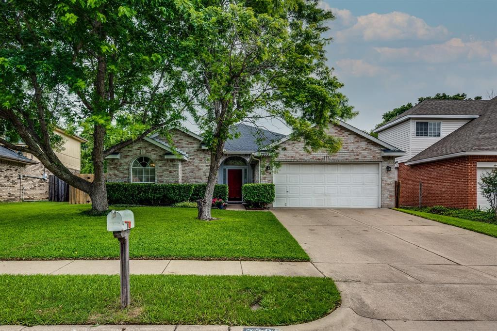 2205 Villanova  Street, Arlington, Texas 76018 - Acquisto Real Estate best plano realtor mike Shepherd home owners association expert