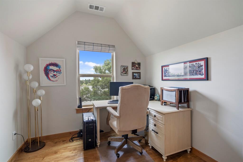 4256 Lakewood  Drive, Fort Worth, Texas 76135 - acquisto real estate best negotiating realtor linda miller declutter realtor