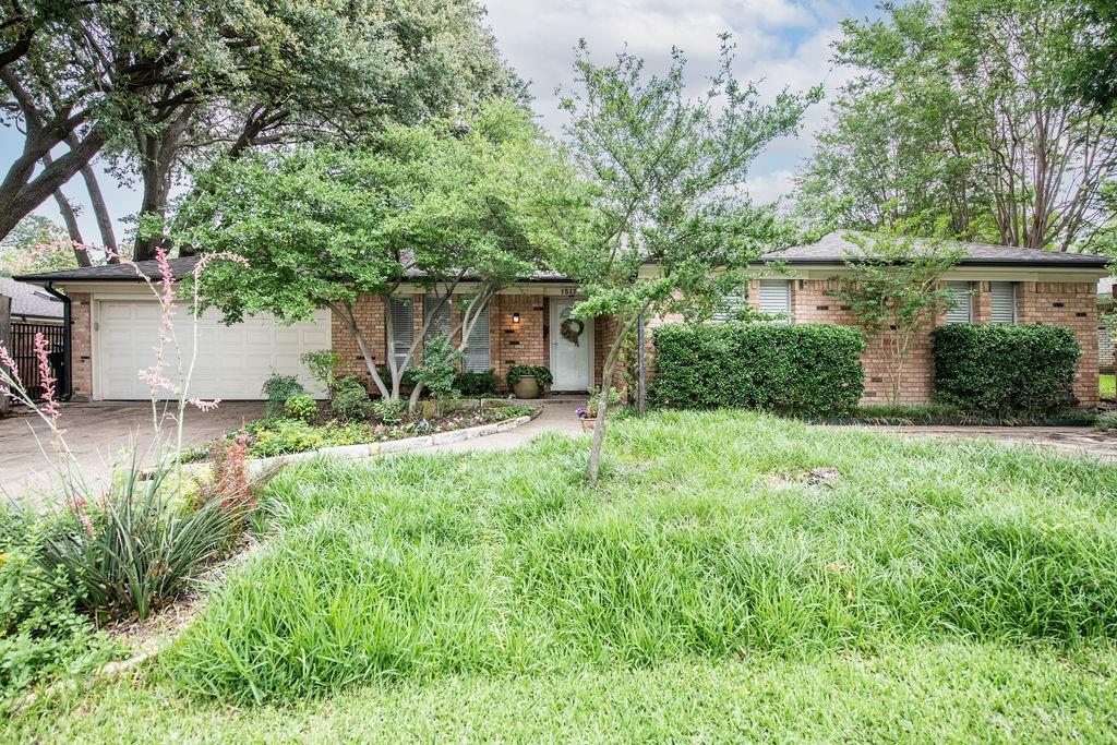 1517 Fernwood  Drive, Plano, Texas 75075 - acquisto real estate best looking realtor in america shana acquisto